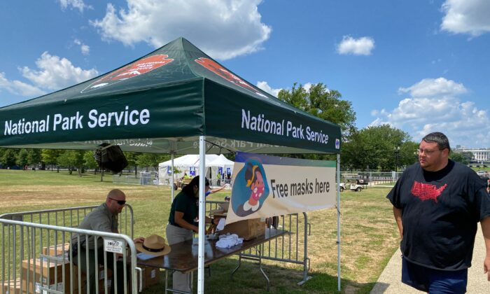 The U.S. National Park Service offers free masks on the National Mall in Washington, ahead of the July 4, 2020, Independence Day celebrations. (Daniel Slim/ AFP via Getty Images)
