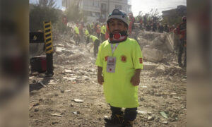Man With Dwarfism Uses His Small Stature to Rescue Turkey's Earthquake Victims