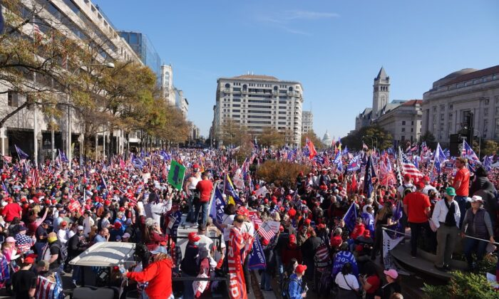 President Donald Trump supporters rally in Washington on Nov. 14, 2020. (Jenny Jin/The Epoch Times)