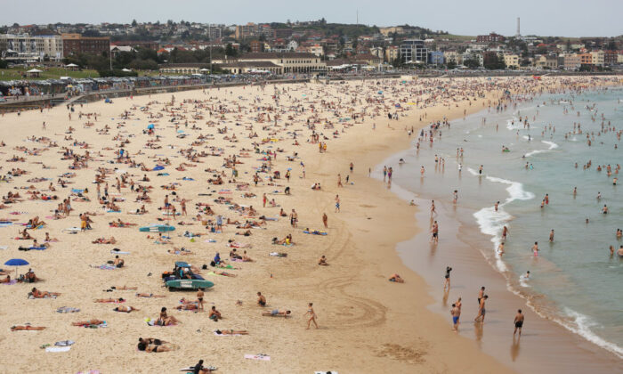 A general view is seen of large numbers of people on Bondi beach in Sydney, Australia on Dec. 1, 2012. (Mark Kolbe/Getty Images)
