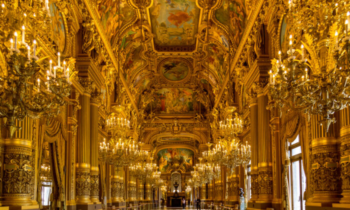 The spectacular Grand Foyer was intended as place to meet and mingle. (Gilmanshin/Shutterstock)