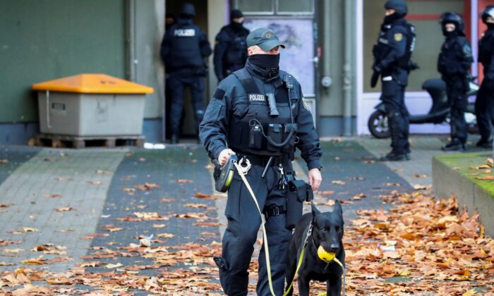 German police officers secure the area during raids in Berlin, after thieves grabbed priceless jewels from the historic Green Vault museum (Gruenes Gewoelbe) in the city of Dresden last year, in Germany, on Nov. 17, 2020. (Hannibal Hanschke/Reuters)
