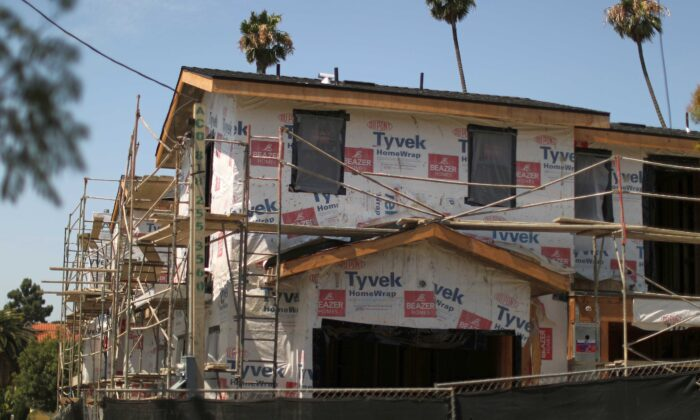 A new apartment building housing construction site is seen in Los Angeles, on July 30, 2018. (Lucy Nicholson/Reuters)