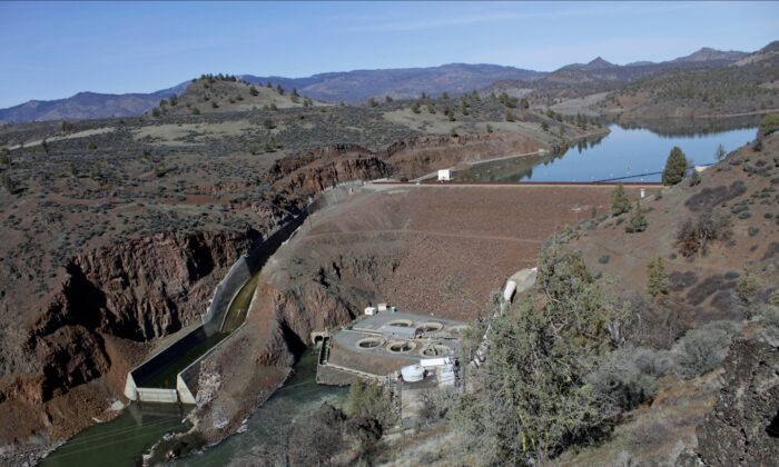 The Iron Gate Dam, powerhouse, and spillway are on the lower Klamath River near Hornbrook, Calif., on March 3, 2020. (Gillian Flaccus/File/AP Photo)