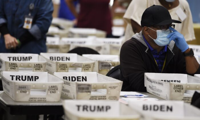 Cobb County Election officials sort ballots during an audit, in Marietta, Ga., on Nov. 13, 2020. (Mike Stewart/AP Photo)