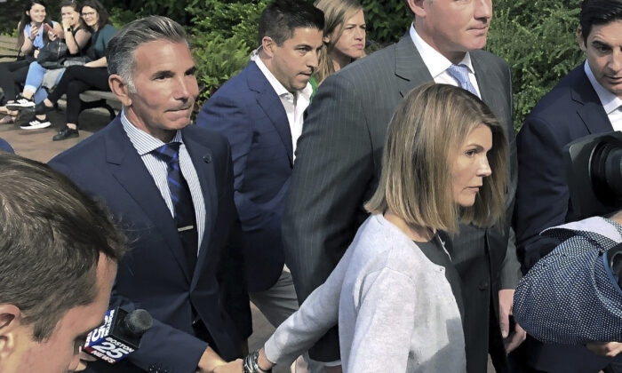 Lori Loughlin departs federal court with her husband, Mossimo Giannulli (L) after a hearing in a nationwide college admissions bribery scandal in Boston, Mass., on Aug. 27, 2019. (Philip Marcelo/AP Photo File)