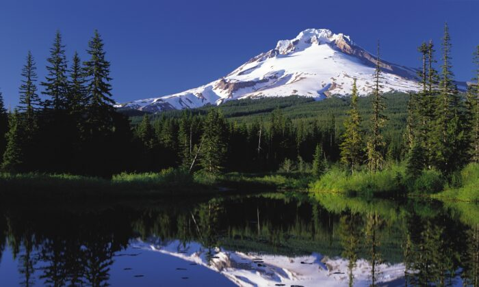 Mount Hood reflected in Mirror Lake, Ore., on June 22, 2006. (Public Domain)