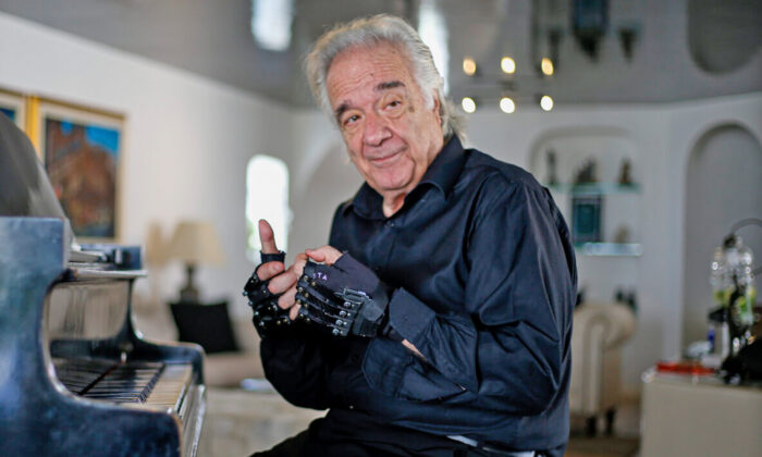 Brazilian pianist João Carlos Martins, 80, at his home in Sao Paulo, Brazil, on Jan. 29, 2020. (MIGUEL SCHINCARIOL/AFP via Getty Images)