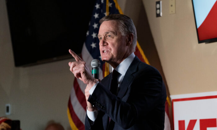 Sen. David Perdue (R-Ga.) speaks at a campaign event to supporters at a restaurant in Cumming, Ga., on Nov. 13, 2020. (Megan Varner/Getty Images)
