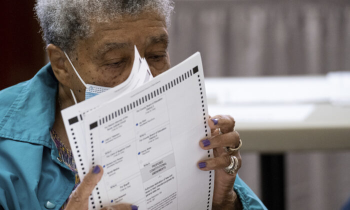 An official sorts ballots during an audit at the Floyd County administration building in Rome, Ga., on Nov. 13, 2020. (Ben Gray/AP Photo)