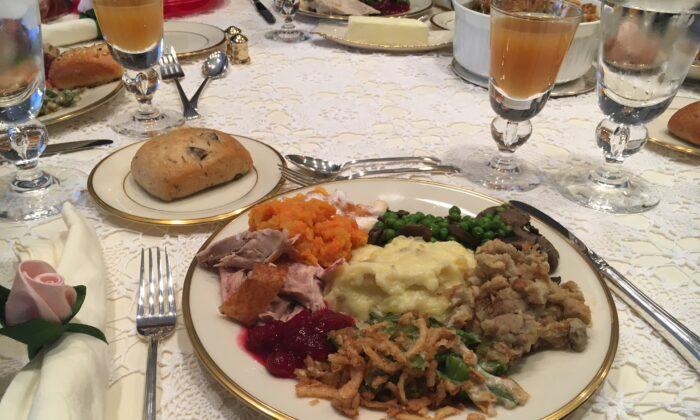 Thanksgiving dinner. (WsyedRBC via Wikimedia Commons/CC BY-SA 4.0)