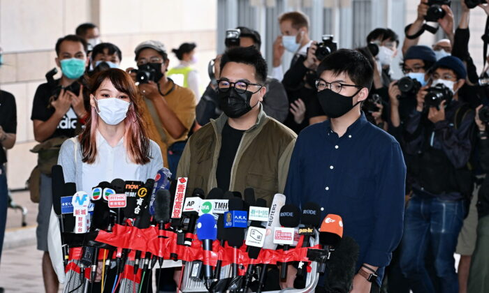 (L-R) Agnes Chow, Ivan Lam, and Joshua Wong speak to reporters before their court session in Hong Kong on Nov. 23, 2020. (Song Bilung/The Epoch Times)