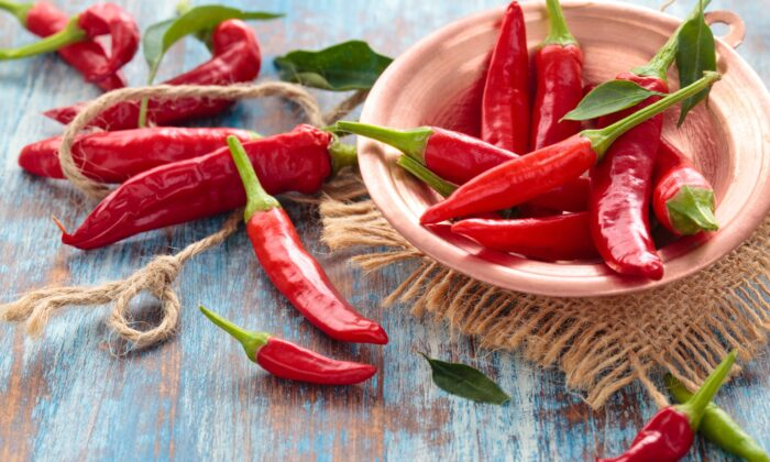 Chilis get their spiciness from a bioactive compound called capsaicin that may possess antioxidant and anti-inflammatory capabilities.(Vitalina Rybakova/Shutterstock)