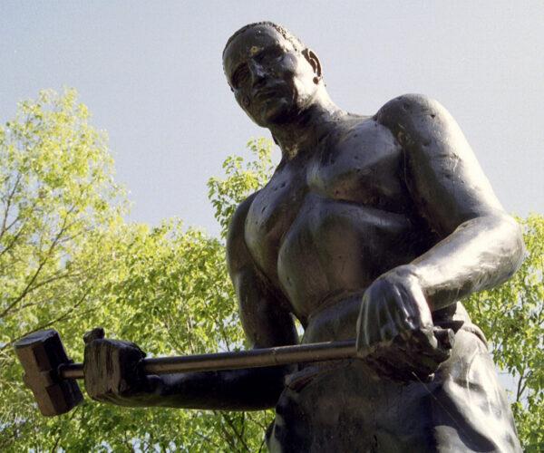statue of John_Henry