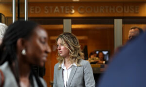 Prosecutors Release Elizabeth Holmes Texts Showing Problems With Theranos