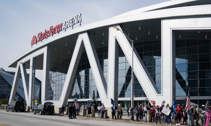 Supporters of President Donald Trump protest outside State Farm Arena as ballots continue to be counted inside in Atlanta, Georgia, on Nov. 5, 2020. (Megan Varner/Getty Images)