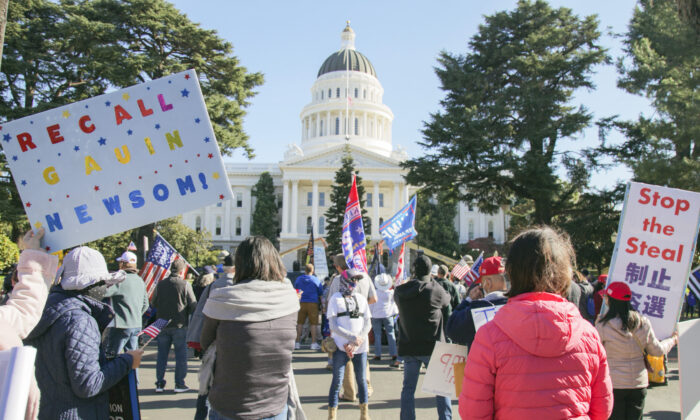 Protesters attend the Stop the Steal and Recall California Governor Gavin Newsom rally in Sacramento, Calif., on Nov. 21, 2020. (Mark Cao/The Epoch Times)