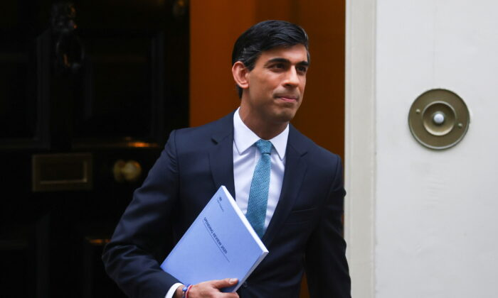 The UK's Chancellor of the Exchequer Rishi Sunak leaves Downing Street in London on Nov. 25, 2020. (Simon Dawson/Reuters)