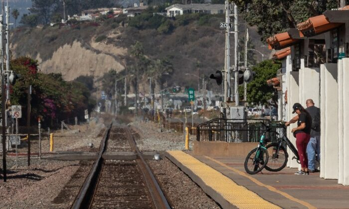 The Orange County Sheriff's Department is seeking the public's help identifying a man found near the railroad  tracks, seen here in a file photo, that run alongside San Clemente State Beach in San Clemente, Calif. (John Fredricks/The Epoch Times)