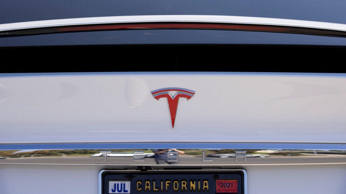 Tesla: NHTSA