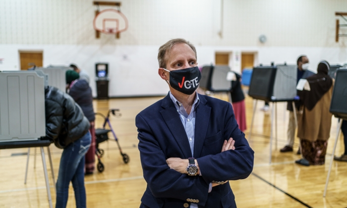 Minnesota Secretary of State Steve Simon listens to volunteers while voting at Brian Coyle Community Center in Minneapolis, Minn., on Nov. 3, 2020.(Kerem Yucel/AFP via Getty Images)