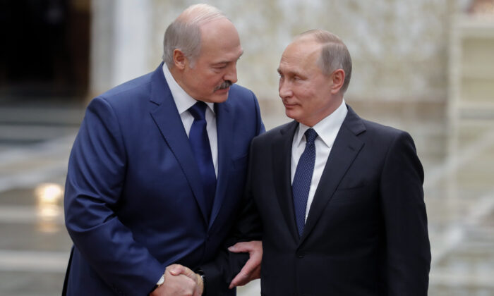 Belarus' President Alexander Lukashenko (L) welcomes his Russian counterpart Vladimir Putin prior to the Collective Security Treaty Organisation (CSTO) summit in Minsk on Nov. 30, 2017. (Mikhail Metzel/AFP via Getty Images)