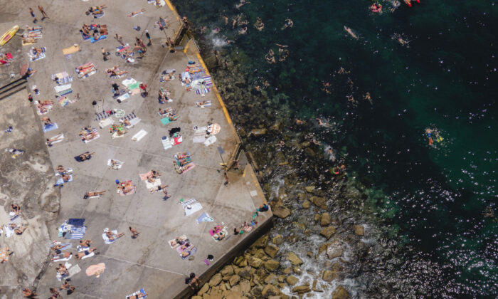 People gather at Clovelly beach as temperatures are expected to exceed 40 degrees across the state on Nov. 28, 2020 in Sydney, Australia. (Brook Mitchell/Getty Images)