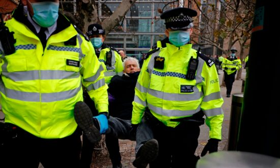 Over 60 Arrested in London Protest Against CCP Virus Measures