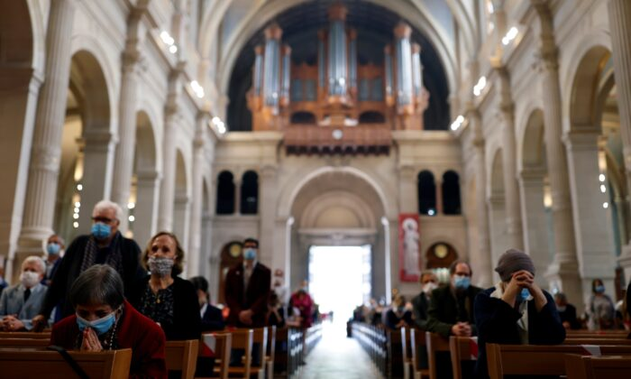 Worshipers attend a mass at Saint-Francois-Xavier church, as French churches reopen for religious gatherings after the government has reversed its ban, amid the coronavirus disease (COVID-19) outbreak, in Paris, on May 24, 2020. (Christian Hartmann/Reuters)