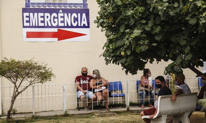 Individuals wait for quick tests for COVID-19 at Hospital Franciscano Nossa Senhora das Graças, in Lagoinha, São Gonçalo, Brazil, on Nov. 25, 2020. (Luis Alvarenga/Getty Images)