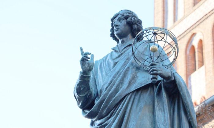 A statue of Nicolaus Copernicus in Toruń, Poland. (Mateusz_foto/Pixabay.com)