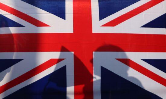 UK Stands 'Shoulder to Shoulder' With Australia After China's Offensive Tweet