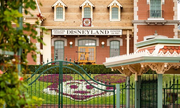 The gates to Disneyland remain closed due to the COVID-19 pandemic in Anaheim, Calif., on Oct. 21, 2020. (John Fredricks/The Epoch Times)