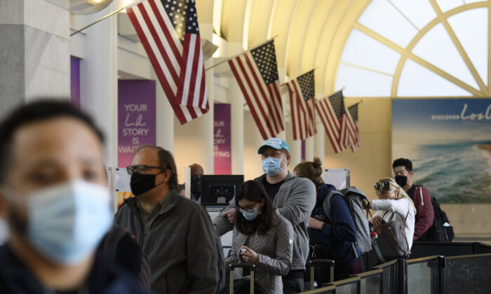 Passengers wait in line to enter a Transportation Security Administration checkpoint at the Los Angeles International Airport in Los Angeles, California, on Nov. 25, 2020. (PATRICK T. FALLON/AFP via Getty Images)