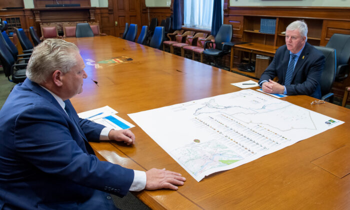 Ontario Premier Doug Ford and former head of the Canadian Armed Forces Gen. Rick Hillier look over a map in the Premier's office at the Ontario Legislature in Toronto on Nov. 27, 2020. (The Canadian Press/Frank Gunn)