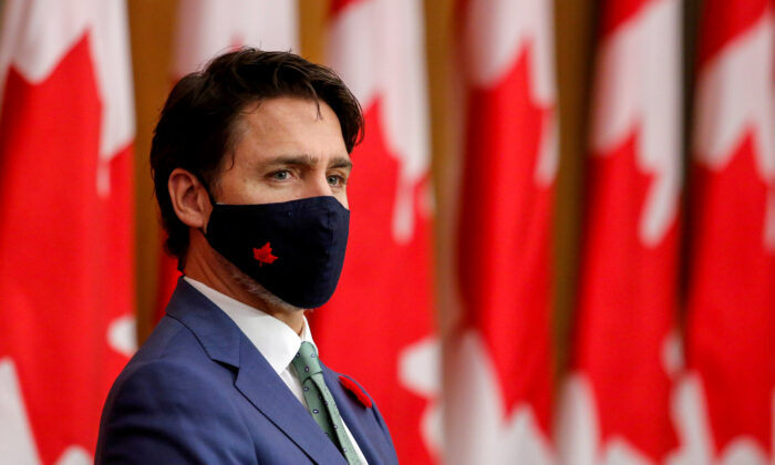 Canadian Prime Minister Justin Trudeau listens while wearing a mask at a news conference held to discuss the country's coronavirus disease (COVID-19) response in Ottawa, Ontario, Canada November 6, 2020. (Reuters/Patrick Doyle//File Photo)