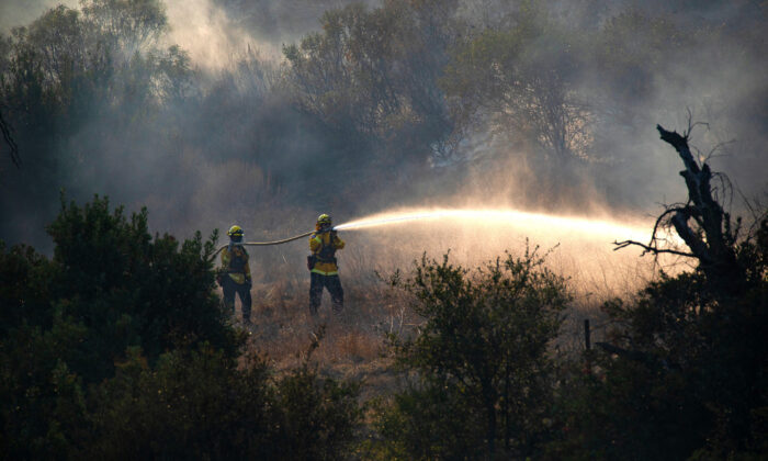 Firefighters battle the Bond Fire in Silverado Canyon in Orange County, Calif., on Dec. 3, 2020. (John Fredricks/The Epoch Times)