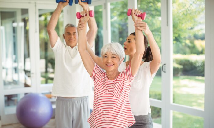 Resistance training can give older men and women similar muscle and strength gains. (Shutterstock)