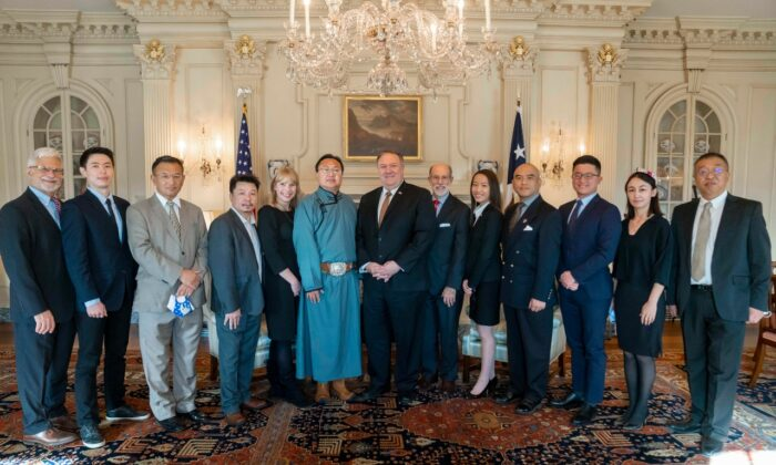 "Representatives of the ""Captive Nations Coalition"" organized by the Committee of Present Danger:China meet with Secretary of State Mike Pompeo, Robert Destro, Assistant Secretary of State for Democracy, and Human Rights, and Labor on Dec. 3. (Courtesy of Sean Lin)"