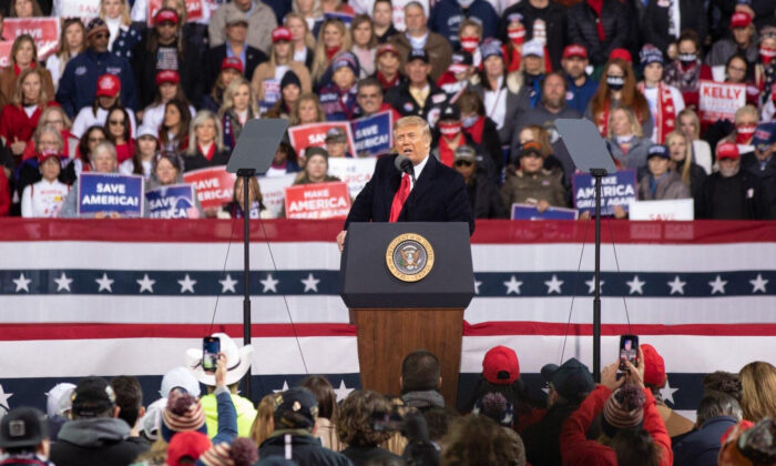 President Donald Trump and First Lady Melania Trump attend a rally in support of Sen. David Perdue (R-Ga.) and Sen. Kelly Loeffler (R-Ga.) in Valdosta, Ga., on Dec. 5, 2020. (Lynn Lin/Epoch Times)