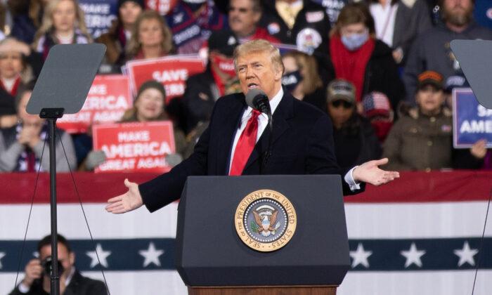 President Donald Trump attends a rally in support of Sen. David Perdue (R-Ga.) and Sen. Kelly Loeffler (R-Ga.) in Valdosta, Ga., on Dec. 5, 2020.(Lynn Lin/Epoch Times)