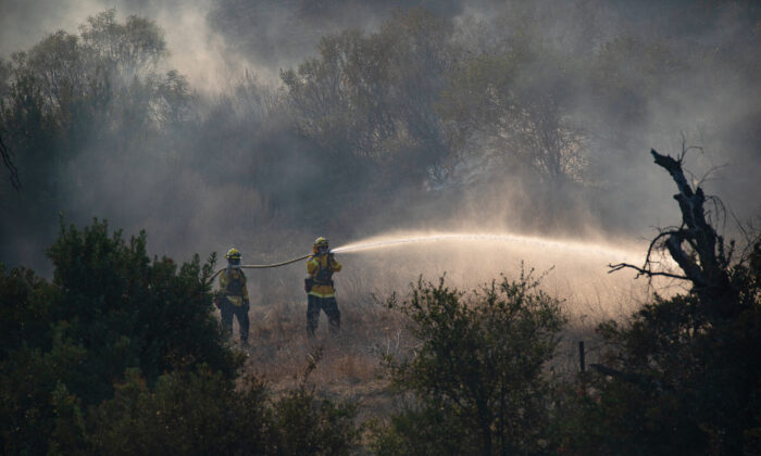 Firefighters fight the Bond Fire in Silverado Canyon, Calif., on Dec. 3, 2020. (John Fredricks/The Epoch Times)
