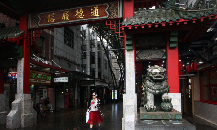 A woman walks through the Chinatown district arch in Sydney on March 4, 2020. (Lisa Maree Williams/Getty Images)