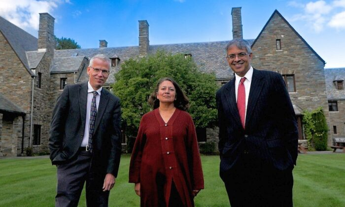 The authors of the Great Barrington Declaration at the American Institute for Economic Research, (L–R) Martin Kulldorff, Sunetra Gupta, Jay Bhattacharya, in October 2020. (Taleed Brown via Wikimedia Commons)