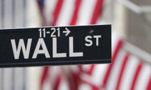 US Stocks Slip on Wall Street; S&P 500 Backs Off Record