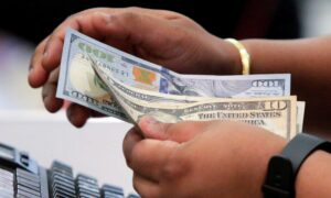 US Economy to Slow in First Quarter but Reach Pre-COVID-19 Levels in a Year: Poll