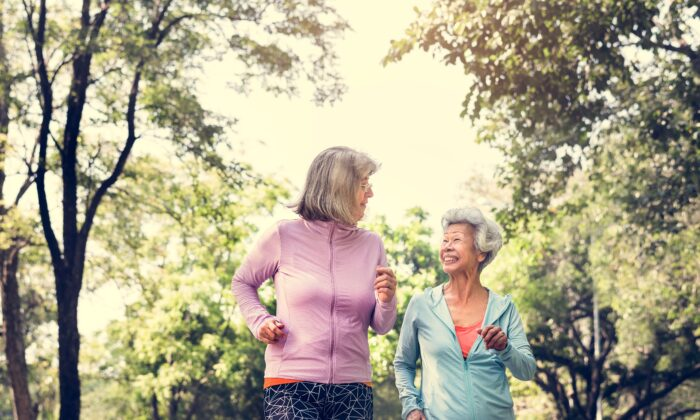 Walking can prevent hypertension and lowers the risk of being hospitalized for heart failure.(Rawpixel.com/Shutterstock)