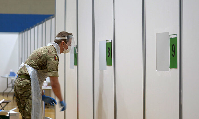 A soldier conducting CCP virus tests on members of the public at a testing centre at Croxteth Sports Centre in Liverpool, England, on Nov. 7, 2020.  (Christopher Furlong/Getty Images)