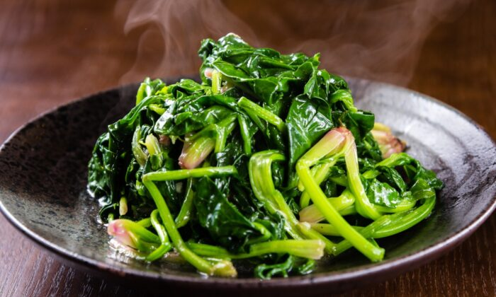 """Qing chao, or """"clear stir-fried"""" spinach. (momo2050/Shutterstock)"""
