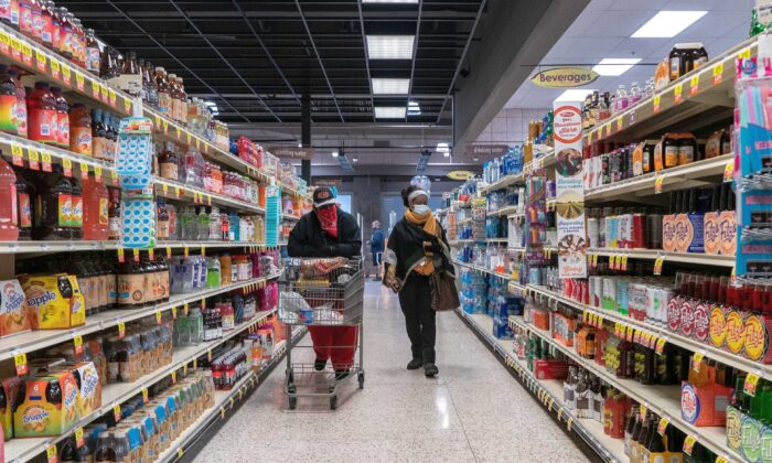 Shoppers browse in a supermarket while wearing masks to help slow the spread of coronavirus disease (COVID-19) in north St. Louis, Mo., on April 4, 2020. (Lawrence Bryant/Reuters)